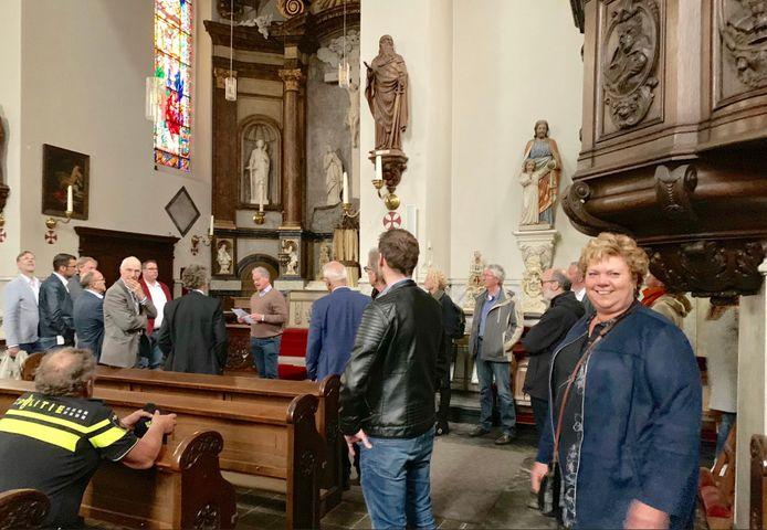 De Luciakerk is al 2,5 jaar om veiligheidsredenen gesloten. Maar voor het Osse college van B en W gingen de deuren open.