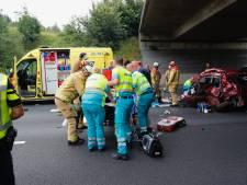 Dode en twee mensen zwaargewond bij ongeluk op A50 bij Eindhoven