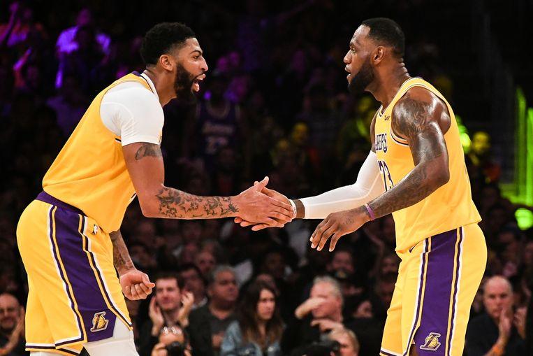 Anthony Davis met LeBron James, die andere sterspeler van de Lakers.