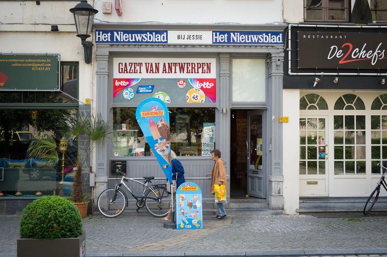 Dagbladhandel Bij Jessie op de Grote Markt.