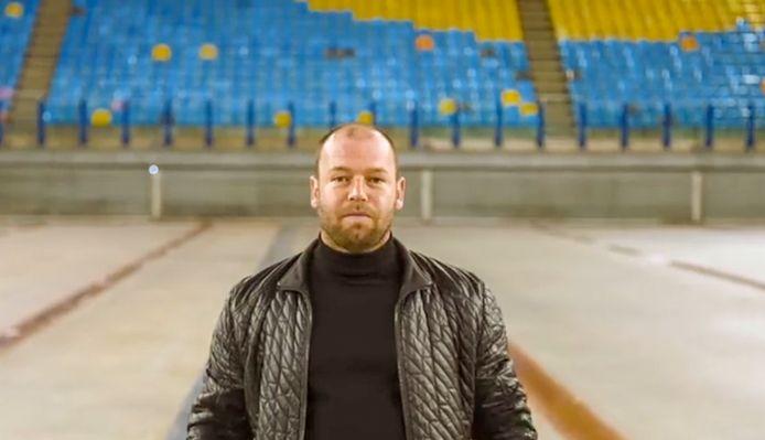 Oud-speler en assistent-trainer Nicky Hofs van Vitesse is een van de bekende Arnhemmers die waarschuwen voor het corona-virus.
