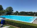 Het is zaterdagmiddag extreem rustig in het zwembad.
