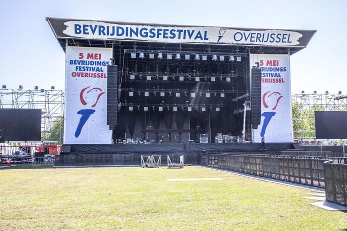 Hoofdpodium Bevrijdingsfestival Overijssel.