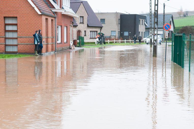 Archiefbeeld - De overstromingen in 2010 zetten verschillende straten en huizen blank.