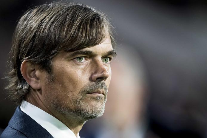 Dennis Haar schakelt regelmatig met hoofdcoach Phillip Cocu van PSV over de ontwikkeling van de talenten binnen zijn ploeg.