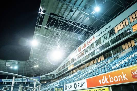 Stuk dak waait van Ghelamco Arena. In Gent heeft storm Ciara opnieuw lelijk huis gehouden. In de Ghelamco Arena, de thuisbasis van voetbalclub KAA Gent, waaide een deel van de luifel boven de tribune los.