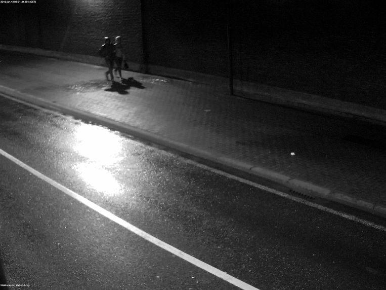 De getuigen wandelden omstreeks 6 uur 's ochtends vanuit vermoedelijk het Douaneplein of de Zandpoortvest naar de Grote Nieuwedijkstraat