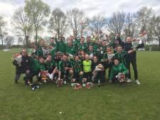 Hapse Boys eert elftalleider Ad Vloet die na 37 (!) jaar stopt