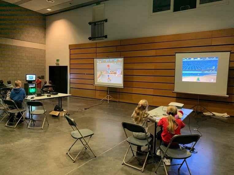 OUDENBURG - In Ipso Facto kwamen jongeren samen om te gamen op groot scherm.