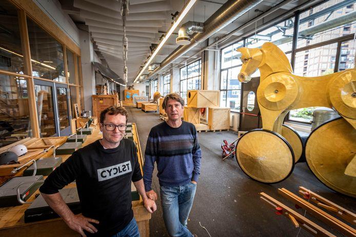 Chris Voets (links) en Hugo Vrijdag van de Ontdekfabriek op Strijp-S in Eindhoven.