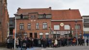 Honderden mensen nemen afscheid van Mathias