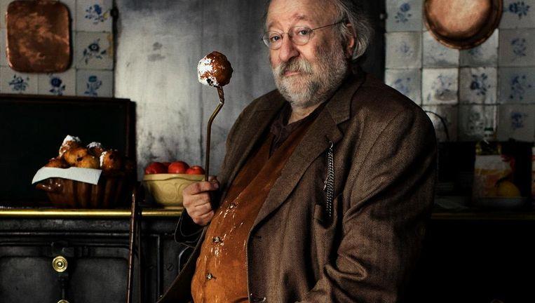 Johannes van Dam in de keuken van het museum, destijds poserend voor een nieuwjaarskaart Beeld Yamandu Roos