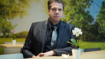 """Begrafenisondernemer blikt terug op zware crash in Kortessem """"Vijf jonge levens zijn plots voorbij... Ja, dat raakt ook mij héél hard"""""""