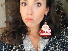 Gwen van Poorten viert nog steeds kerst en Cheryl Maas duikt met wel heel weinig kleren aan in de sneeuw