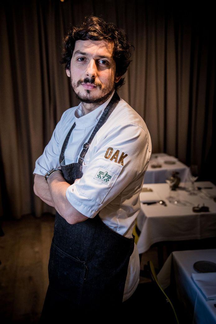 Chef-kok Marcelo Ballardin van restaurant OAK heeft dan wel een ster verdiend, in de zaak verandert er niets.