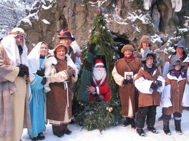 De kerstmarkt in Izegem bood wel wat animatie, zoals hier van een lokale toneelgroep, maar de stad wil het aanbod en parcours nog verder uitbreiden.