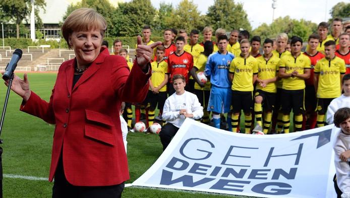 Merkel Roept Homoseksuele Voetballers Op Uit De Kast Te