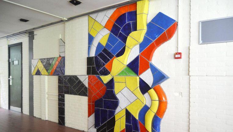 Het kunstwerk van Cor Dam; de school aan de Schipluidenlaan wordt in januari gesloopt. Beeld -