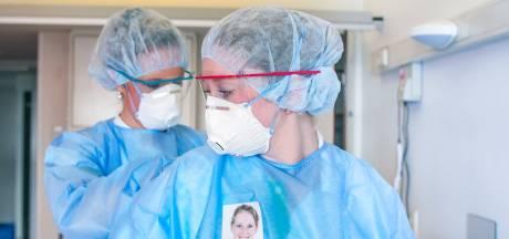 Ziekenhuizen zitten in hun maag met besmet zorgpersoneel: 'De zorg moet op orde blijven'