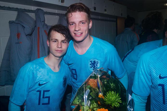 NEC-jeugdspelers Dirk Proper (links) en Syb van Ottele in het shirt van Oranje Onder 17.