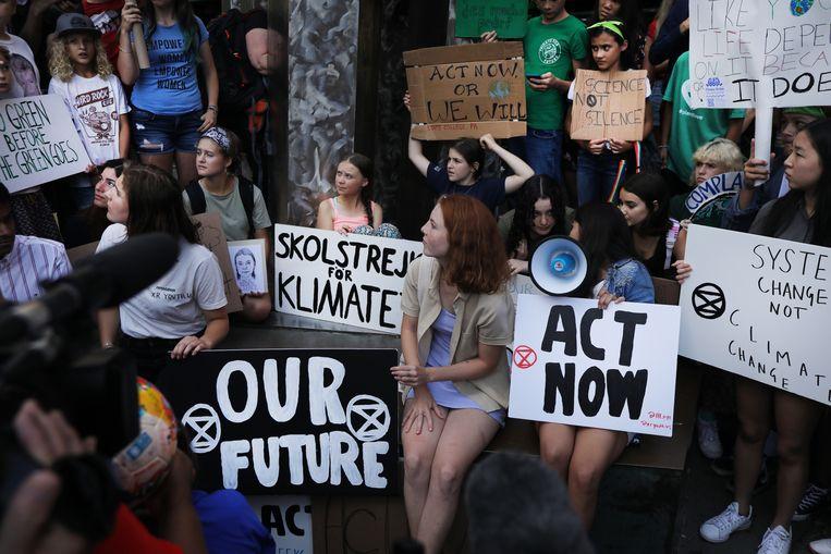 Greta Thunberg (in het midden) bracht wereldwijd jeugd op de been om te demonstreren voor het klimaat, hier in New York vorige maand.   Beeld Spencer Platt/Getty Images