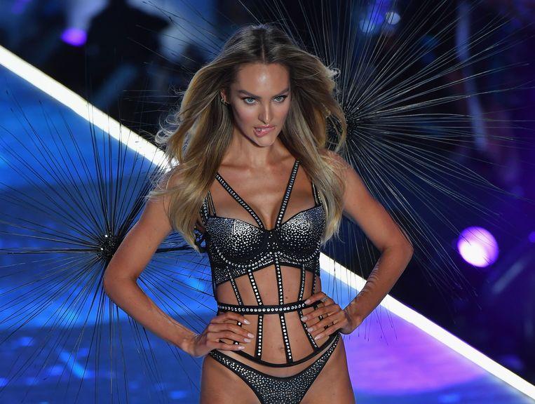 Het Zuid-Afrikaanse model Candice Swanepoel op de catwalk voor Victoria's Secret in november.