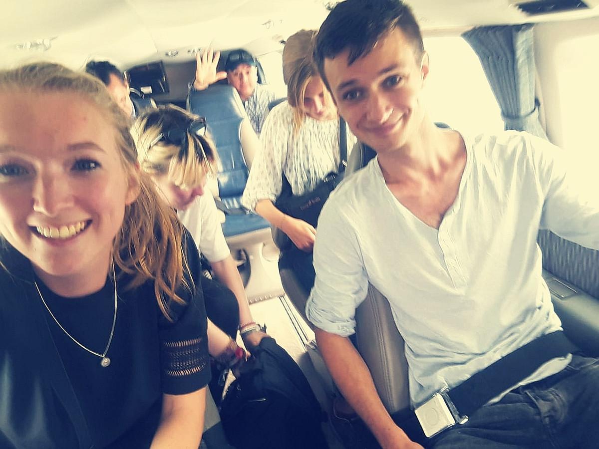 Anniek van Lith en Jan Schulpen in het vliegtuigje dat hen naar het veilige Guayaguil bracht. Vanuit daar vloog het stel naar Peru.