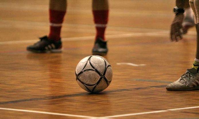De Bergse jongeren kunnen nu onder andere weer zaalvoetballen om de tijd door te brengen.