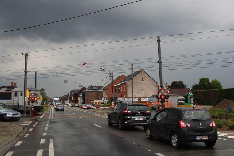 Aanschuiven doe je in Lede onder andere aan de spooroverweg op de Wichelsesteenweg.