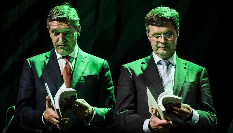 Fractievoorzitter Sybrand van Haersma Buma en Jan Peter Balkenende tijdens het najaarscongres van het CDA in 2015. Beeld ANP