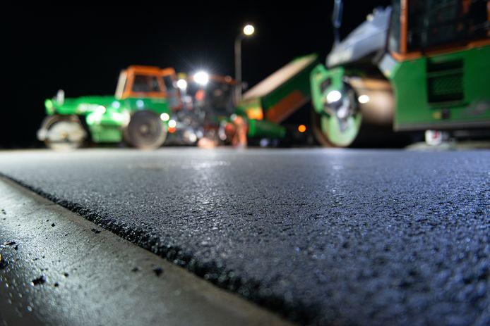 Het Sonse bedrijf Jansen wil oud asfalt van snelwegen omzetten in zand en grind. Maar de fabriek liet op zich wachten waardoor het bedrijf milieu-regels overtrad. Dat was geen opzet, oordeelt het Bossche gerechtshof.