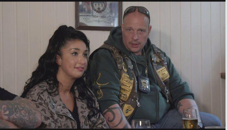 Soundos El Ahmadi bezoekt in Comedy Central Roasts motorclub Kings Syndicate.  Beeld Comedy Central Nederland