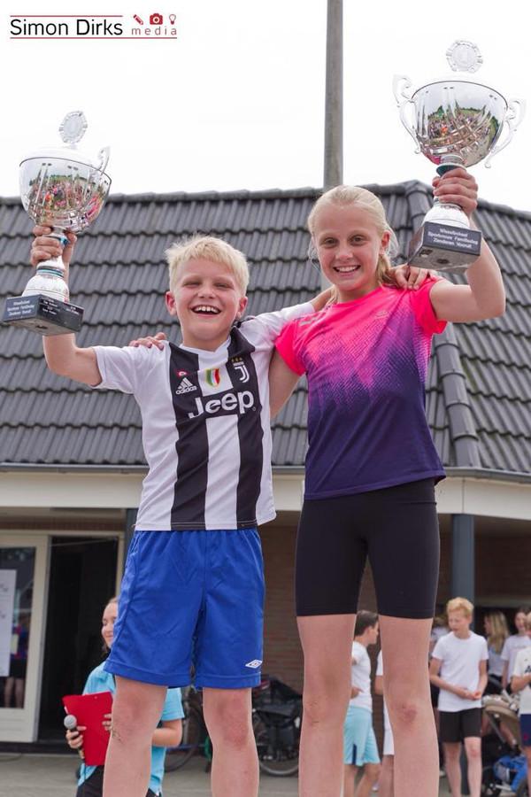Echt een familiedag: broer en zus Stef en Pien Wijnstra winnen de bekers.