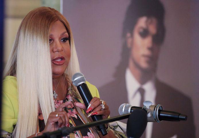 Raymone vindt het vreselijk dat de nalatenschap van Jackson wordt besmeurd terwijl hij zich niet meer kan verdedigen, zei ze tijdens een persconferentie die live door CNN werd uitgezonden.