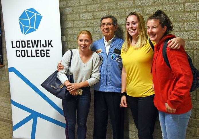 Voormalig astronaut Lodewijk van den Berg was in 2018 in Terneuzen bij de onthulling van de naam van het Lodewijk College.
