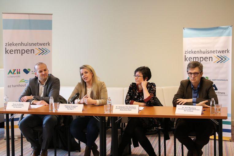 Dokter Rudy Van Ballaer, Stefanie Veraghtert, dokter Hadewijch De Samblanx en dokter Jean Meyskens stelden het Netwerk Oncologie Kempen voor.