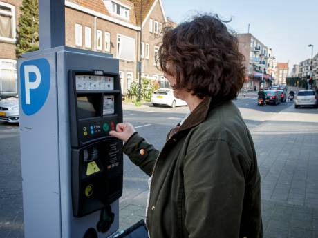 Vlaardingse winkeliers niet enthousiast over parkeerproef: Helft wil niet meebetalen