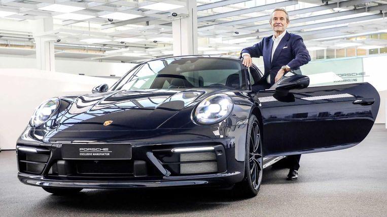 Jacky Ickx bij 'zijn' nieuwe Porsche 911.