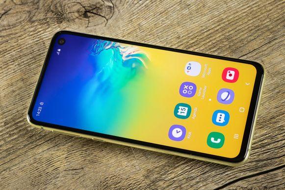 De Samsung Galaxy S10e.