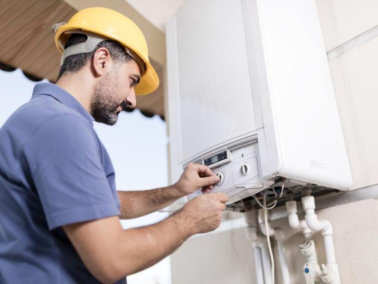 Nederlandse bouwbedrijven en projectontwikkelaars staan op hun achterste poten vanwege het verbod op nieuwbouwwoningen met aardgas vanaf 1 juli.