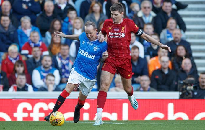 Gerrard (r) in het shirt van Liverpool.