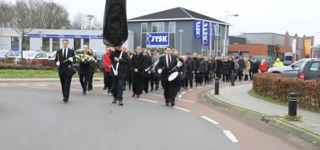 Stille tocht 100-jarige Harmonie Wierden ter nagedachtenis aan overleden leden