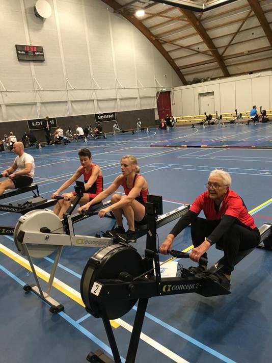 Tijdens de warming up: rechts Marijke van den Berg, in het midden Annemarie Goede en links Carin van Bunningen.