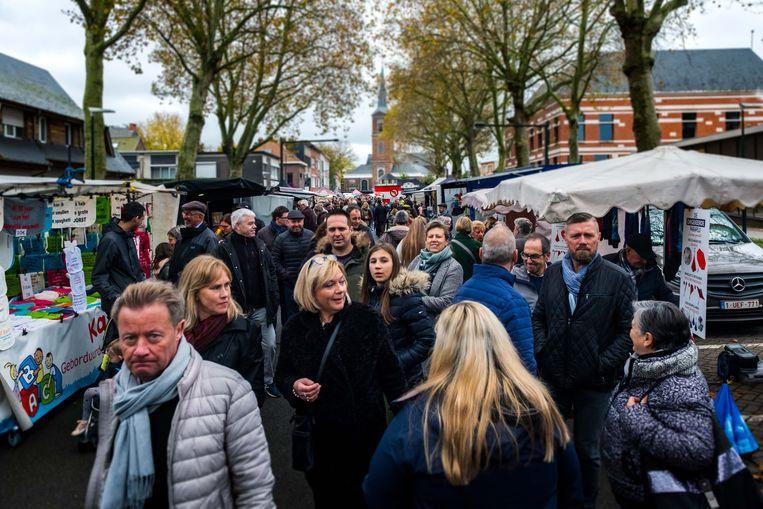 De jaarmarkt van Niel lokte weer veel volk.