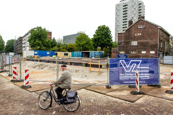 Het idee is om hier 68 appartementen met eigen parkeerplaatsen te bouwen.