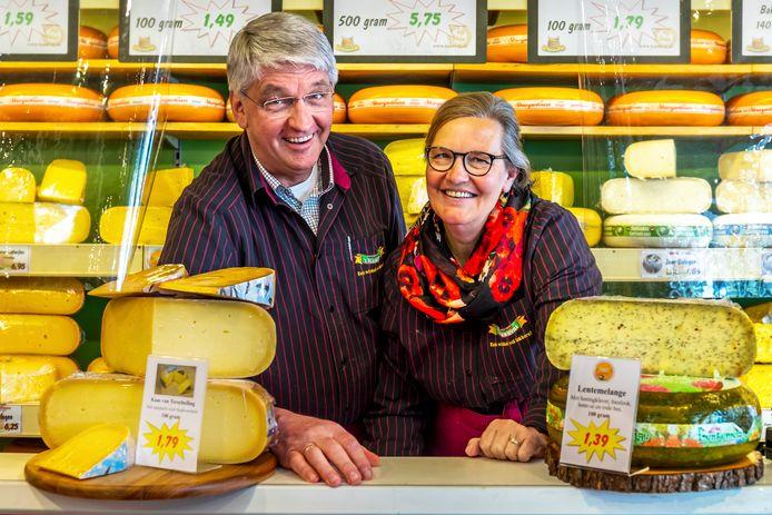 Johan en Jeannet Slootweg (64 en 61) in hun kaaszaak aan de Andresdreef.