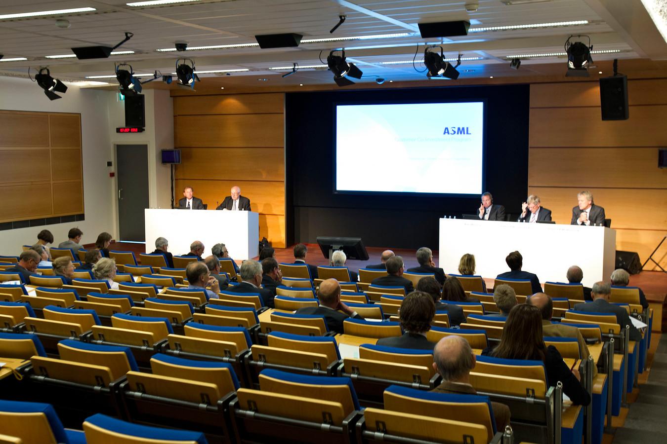 Beeld van een aandeelhoudersvergadering van ASML.