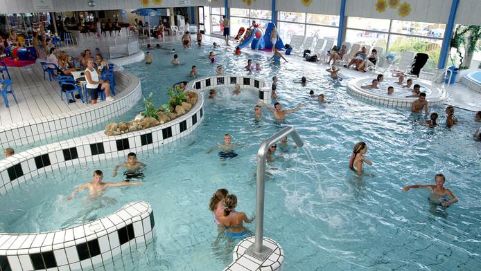 Zwembad naaldwijk ontruimd wegens rookontwikkeling den haag ad.nl