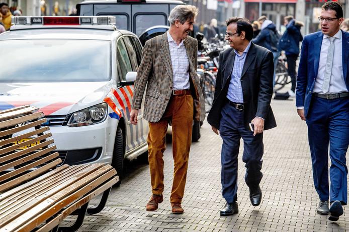 Saif-ul Malook (midden) een paar dagen geleden in Den Haag.