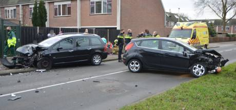 Vier gewonden bij frontale botsing in Zoetermeer